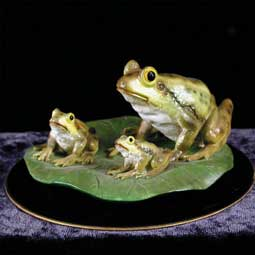 Frogs Figurine (Black Base)